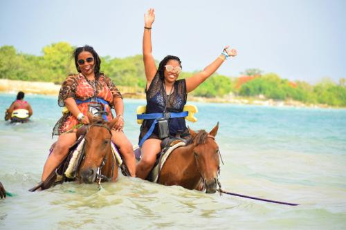 Friend Horse riding in Jamaica